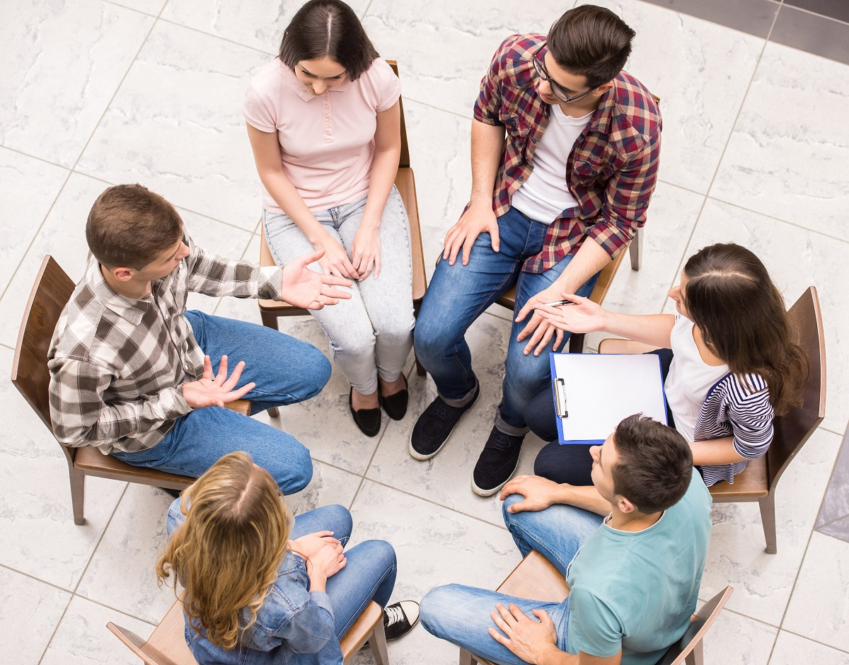 comparing and contrasting group therapy with individual psychotherapy In addition to individual, weekly psychotherapy sessions, most dbt treatment also features a weekly group therapy component in these group sessions, people learn skills from one of four different.